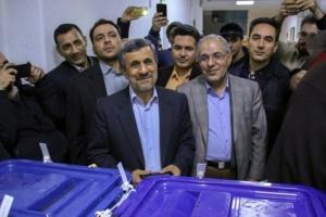 بستة مقاعد.. مرشحو نجاد يدخلون البرلمان الإيراني