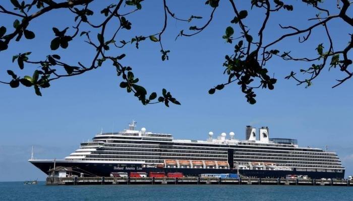 """بسبب مخاوف """"كورونا"""".. السفينة السياحية """"ويستردام"""" تغادر كمبوديا"""
