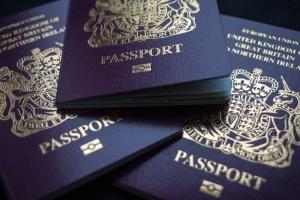 بريطانيا.. عودة جوازات السفر إلى اللون الأزرق الشهر المقبل