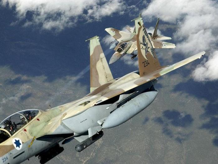 طائرة حربية إسرائيلية تشن غارة جديدة على موقع بغزة