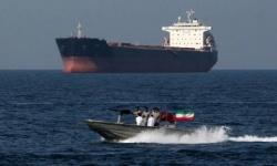 إيران تعترض سفينة أجنبية محملة بالوقود وتعتقل طاقمها