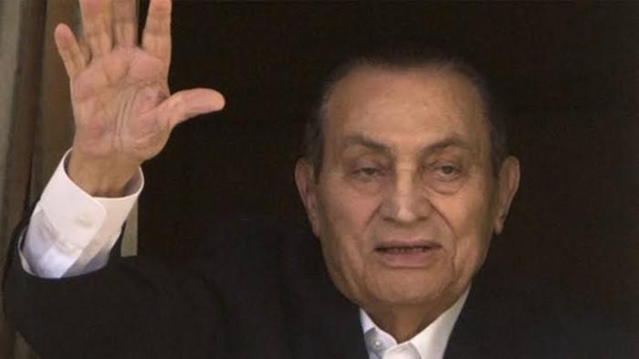 مصر تعلن الحداد العام لمدة 3 أيام على وفاة مبارك والإمارات تنكس الأعلام