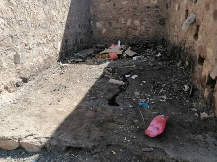 شكوى من سوء النظافة بمبنى السلطة المحلية بردفان