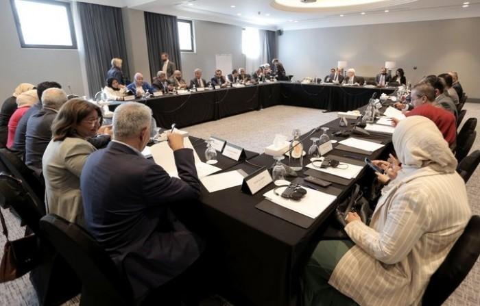 بحضور غريفيث.. اجتماع لبحث استئناف مشاورات السلام باليمن