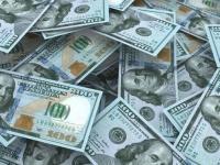 الدولار يرتفع عالميآ بعد مراهنات على خفض أسعار الفائدة