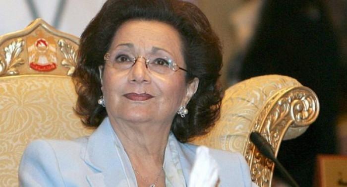 شاهد.. صورة نادر لسوزان مبارك مع السيسي خلال جنازة الرئيس الأسبق