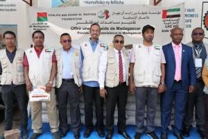 مؤسسة خليفة بن زايد تغيث 32 آلف أسرة بمدغشقر