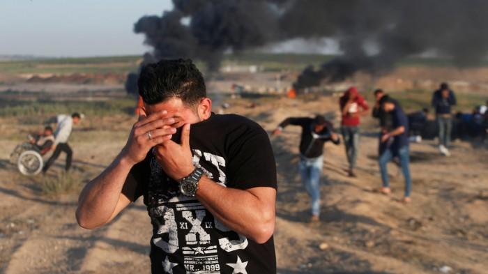 لتردي أوضاعه المعيشية.. فلسطيني يضرم النار في نفسه