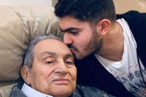 """نعي حفيد """"مبارك"""" لجده يتصدر منصات التواصل الاجتماعي"""