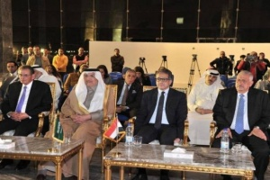 السفير السعودي بمصر يسلم قطعة من كسوة الكعبة المشرفة هدية للمتحف الجديد َ