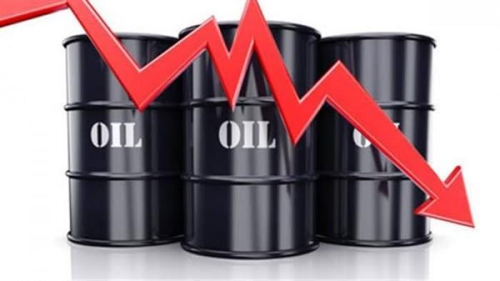 النفط يهوي لأدنى مستوياته في أسبوع
