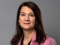 عقب زيارتها عدن.. وزيرة خارجية السويد: ندعم المتضررين من الصراع