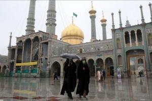 """صحفي يكشف مفاجأة بشأن الإصابات والوفيات بإيران بسبب """"كورونا"""""""