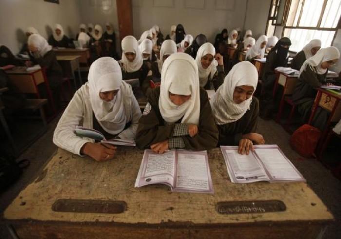 اشترطت تدريس منهجها.. مليشيا الحوثي تغلق مدرسة قرآنية بالرضمة