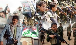 الحوثيون والجريمة المزدوجة.. تجنيد أطفال وحرمان من التعليم