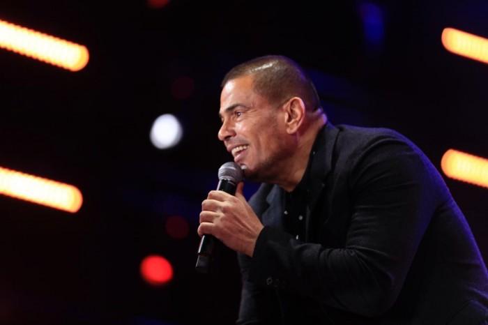 بالصور.. عمرو دياب يشعل حفله بمسرح المنارة
