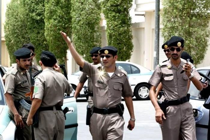 السلطات السعودية تلقي القبض على 4 أشخاص اعتدوا على يمني بالضرب