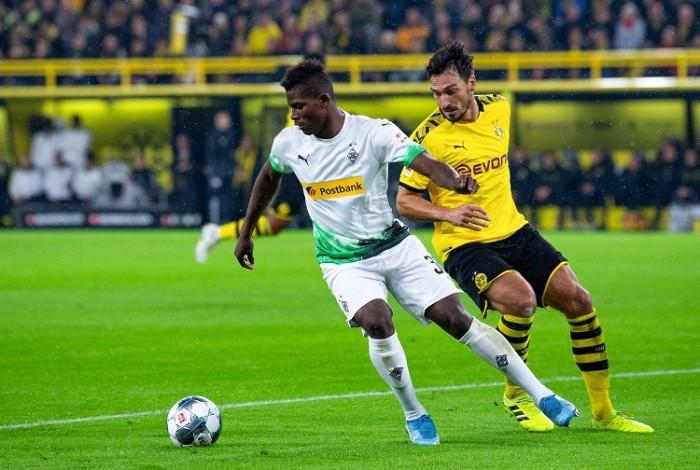 لا نية لتأجيل مباراة مونشنجلادباخ أمام دورتموند رغم المخاوف من كورونا
