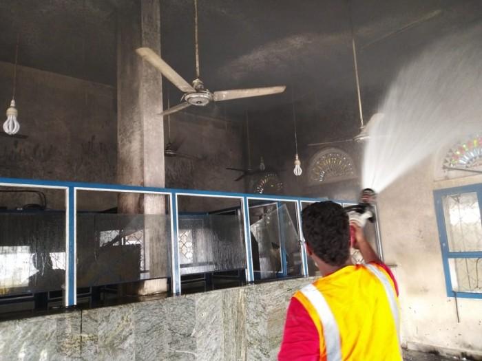 بالصور.. الحريق يدمر مكتب بريد الحوطة في حضرموت