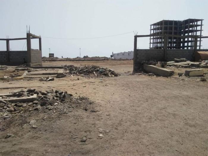 تواصل رصد التعديات على المعالم التاريخية في عدن (صور)