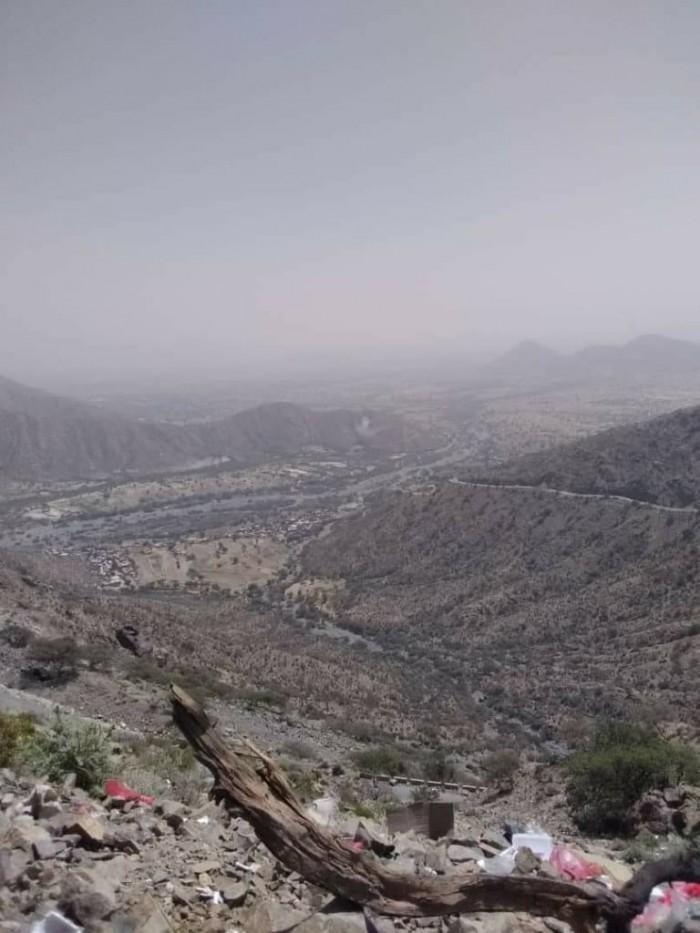 عاجل.. مليشيا الحوثي تقصف بعض مواقع ثرة