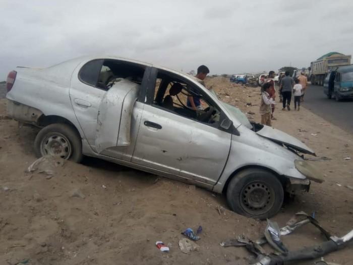 إصابة سائقين في حادث مرروي بلحج