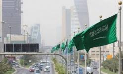 بمنع المأكولات والمشروبات داخل المطاعم.. السعودية تتخذ قرارات جديدة لمواجهة كورونا