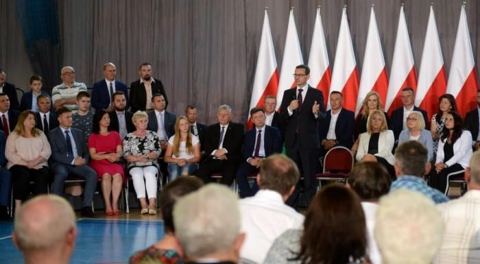 لهذا السبب.. خضوع كافة وزراء الحكومة البولندية لفحوصات كورونا