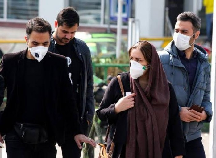 حصيلة الوفيات في إيران جراء كورونا تقترب من الألف
