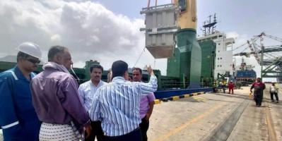 وصول محولات محطة كهرباء عدن الجديدة (صور)