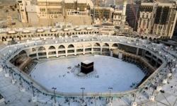 السعودية تعلق الصلاة والتواجد في ساحات الحرمين الشريفين