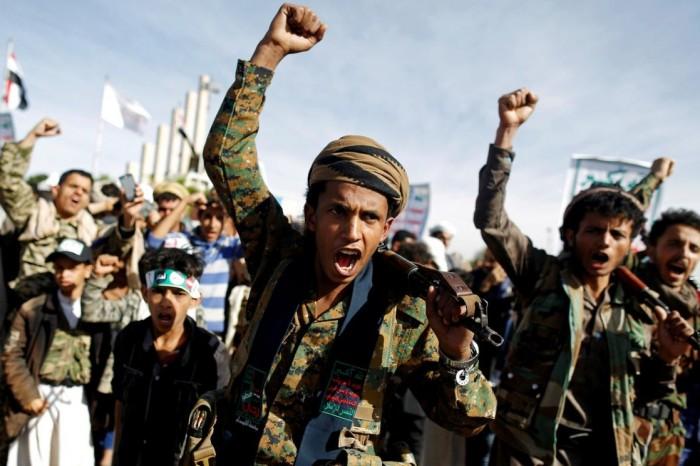 الاقتتال الحوثي بتعز.. قنبلة فوضى تنفجر في معسكر المليشيات