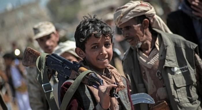 """حملات تجنيد إجباري.. إرهاب حوثي يزج بالمدنيين في """"المحارق"""""""