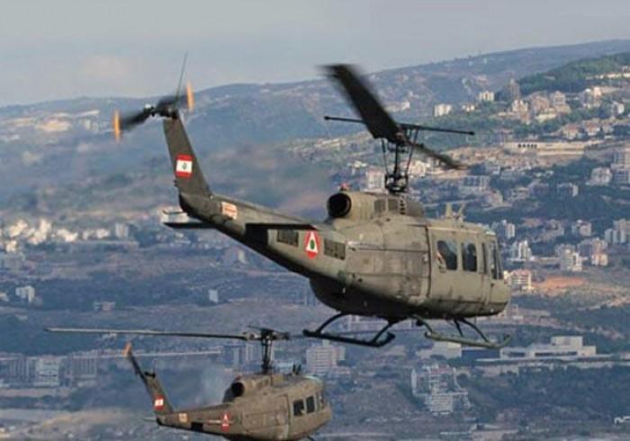 الجيش اللبناني يستخدم المروحيات العسكرية لحث المواطنين على الالتزام بمنازلهم