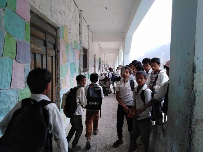 مواطن يغلق مدرسة بزعم ملكية أرضها في حالمين