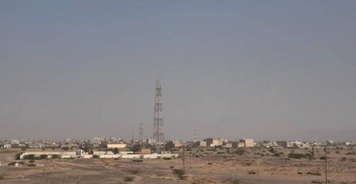 في جريمة جديدة.. قذائف الحوثي تُرعب مواطني حيس
