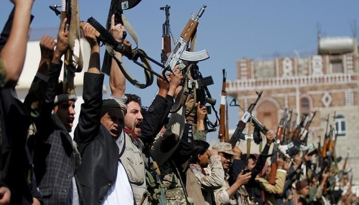 رغم كورونا .. الحوثيون يخضعون آلاف العسكريين لدورات طائفية