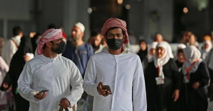 بشروط.. الإمارات تسمح بعمل منافذ بيع الأغذية والصيدليات على مدار 24 ساعة