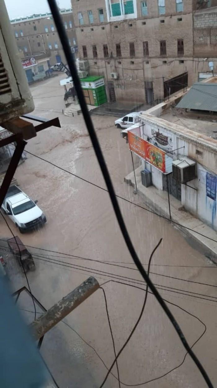 جراء الأمطار.. انقطاع الكهرباء بمناطق وادي وساحل حضرموت