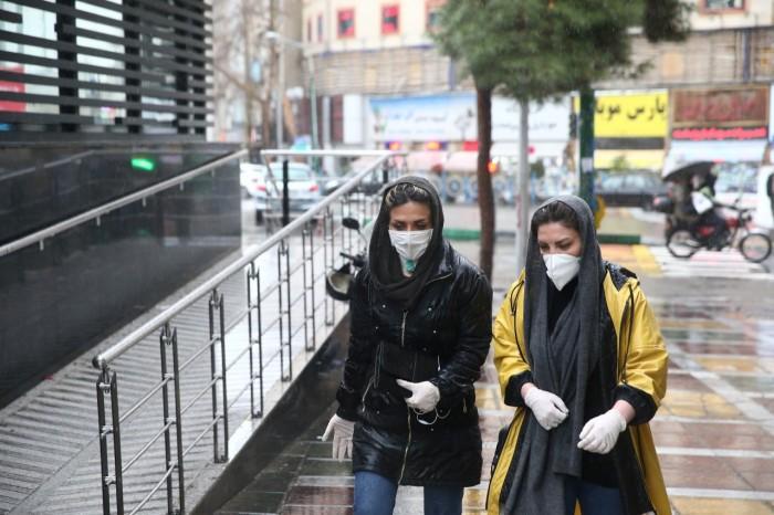 إعلامية لبنانية: شعب إيران يدفع ثمن جهل الملالي بالتعامل مع كورونا