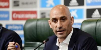 رئيس اتحاد الكرة الإسباني يقدم مساعدات مالية للأندية المتعثرة