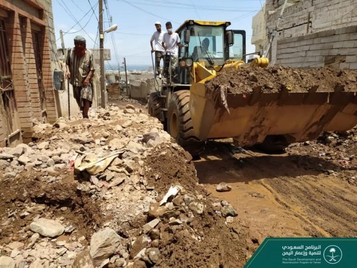 إزالة 1800 متر مخلفات من الشيخ عثمان والمعلا