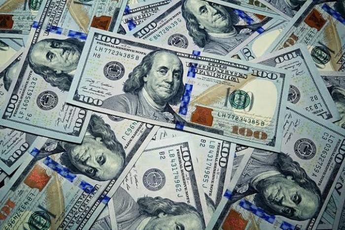 منخفضا 3%.. الدولار يسجل أكبر تراجع في 10 سنوات