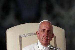 بابا الفاتيكان يدعو إلى وقف إطلاق النار في جميع أنحاء العالم فورا