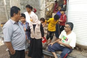 """""""إغاثية الانتقالي"""" تتفقد أضرار السيول في عدن (صور)"""