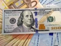 قطار خسائر الدولار يتوقف بمحطة البحث عن ملاذ آمن