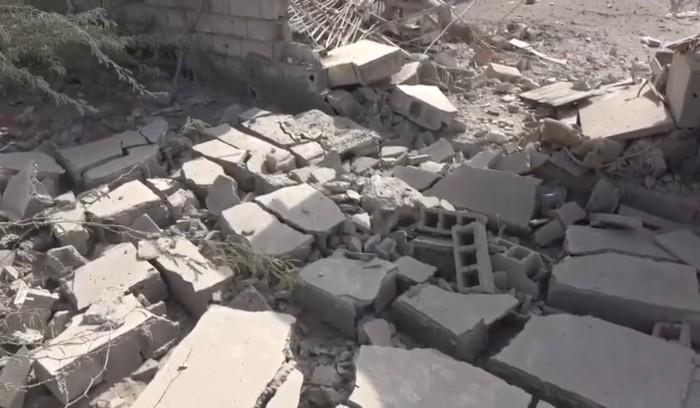 شاهد.. مليشيا الحوثي تدك منازل حي منظر بالحديدة