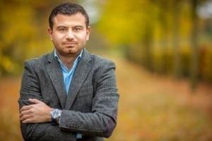 صحفي لبناني يُطالب إيران وسوريا بالإفراج عن المعتقلين بسبب كورونا