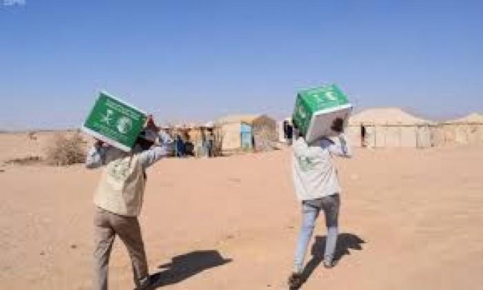 """مواد غذائية من """"سلمان للإغاثة"""" لـ 10500 نازح بمأرب وحضرموت"""