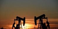 """النفط يودع """"مارس"""" بخسارة غير مسبوقة"""